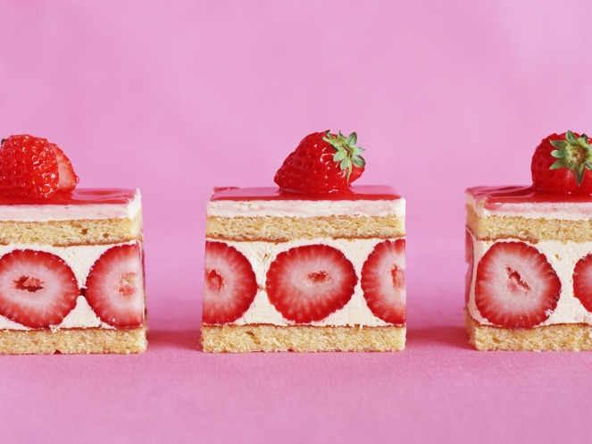 strawberry-cake-wallpaper-miscellaneous-other_00431956